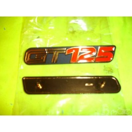 Ecusson cache latéral Suzuki GT 125cc
